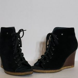 UGG Elyse Open Toe Lace Up Wedge Bootie Size 5.5